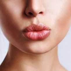 Увеличение объема губ гиалуроновой кислотой