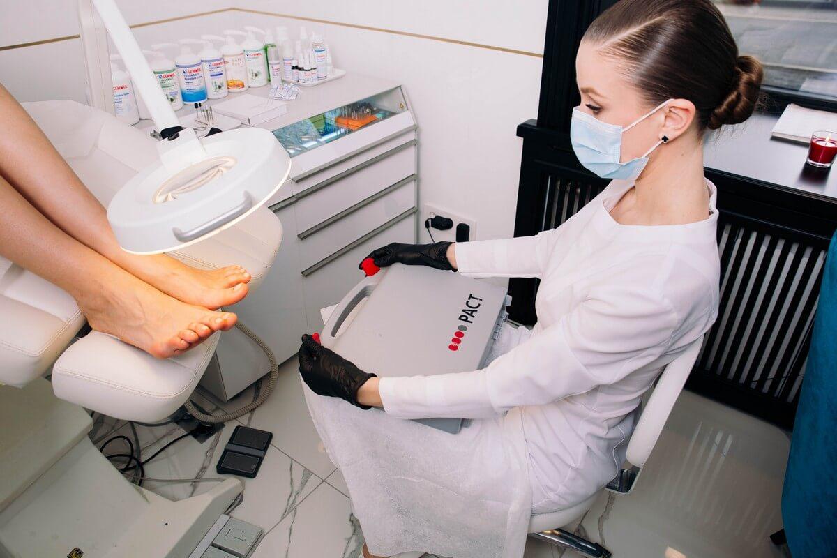 Медицинский педикюр - фото процедуры #7